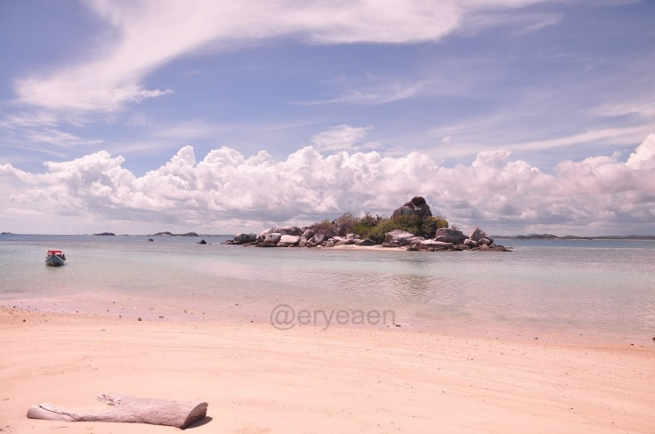 The view from Lengkuas Isand beach.